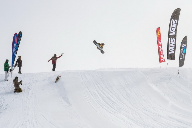 2014_10_26_zvr_tux_snow_action_by_albert_binnekade_72dpi-012